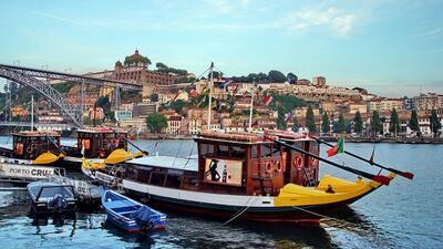 Descubre ciudad de Oporto en el Star inn Porto 3* dando un paseo en barco por los seis puentes del río Duero desde 31 euros por persona