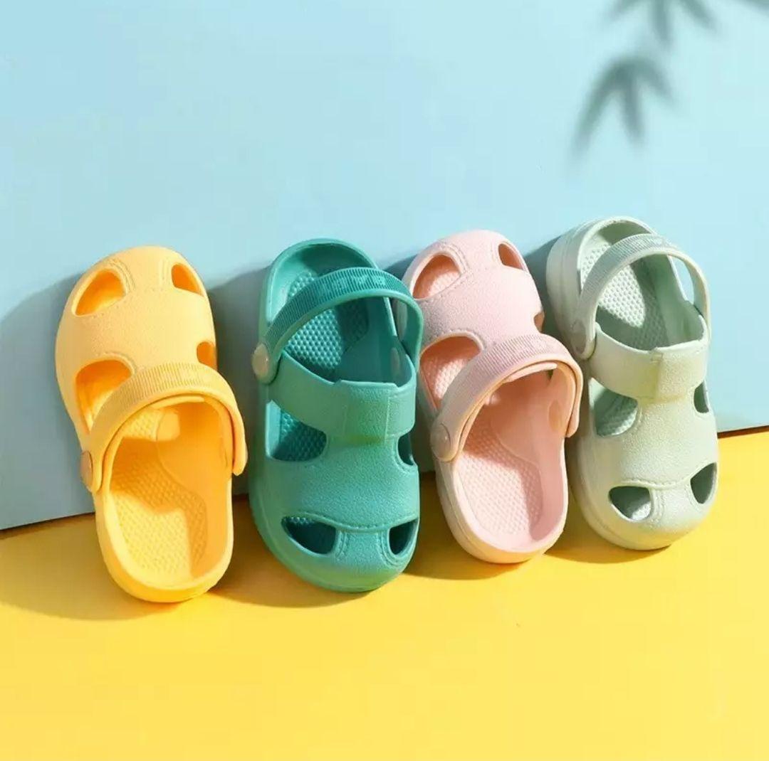 Zapatos con agujeros para bebés