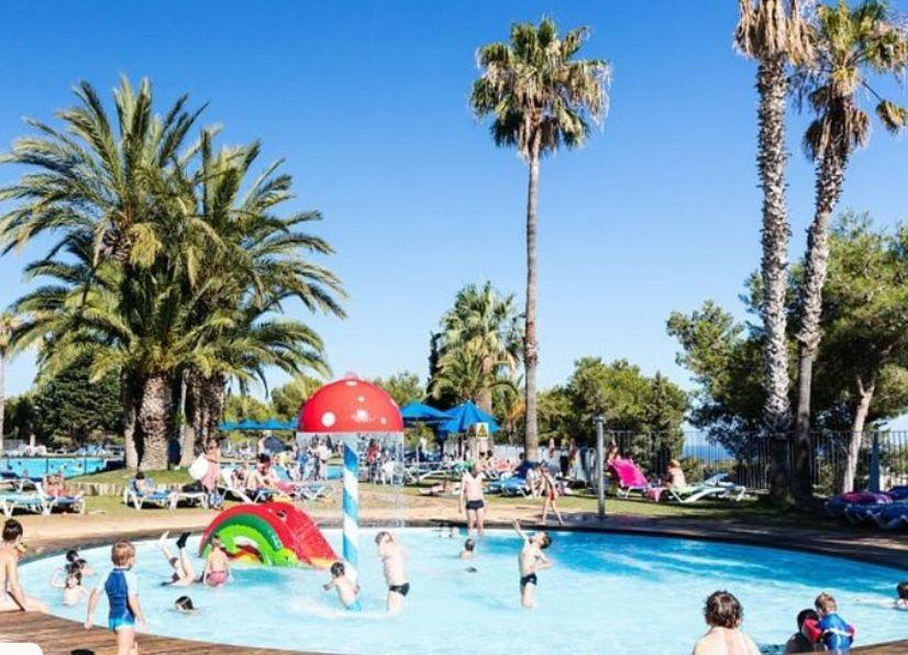SEPTIEMBRE - Camping en la Costa Dorada Vilanova: 7 noches bungalow de 5 con piscina, spa y más solo 36€ (PxPm5)