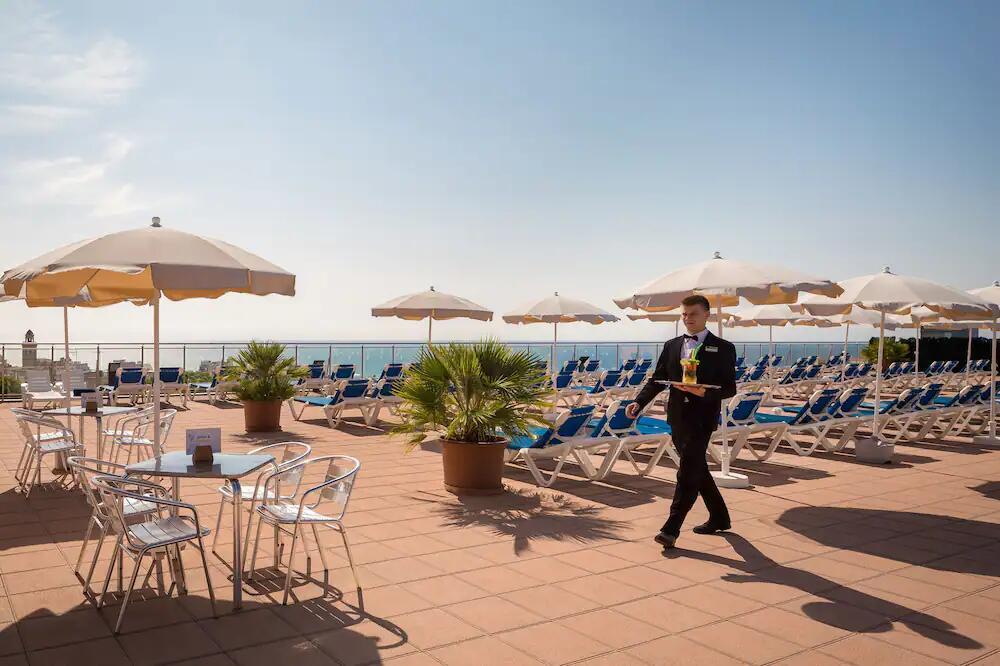 Hotel Calella Palace & SPA 4 estrellas, 32€ noche/2 personas. Septiembre
