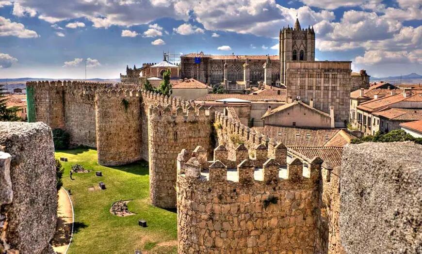 Ávila: habitación doble para 2 personas con desayuno y opción a media pensión en Santa Teresa