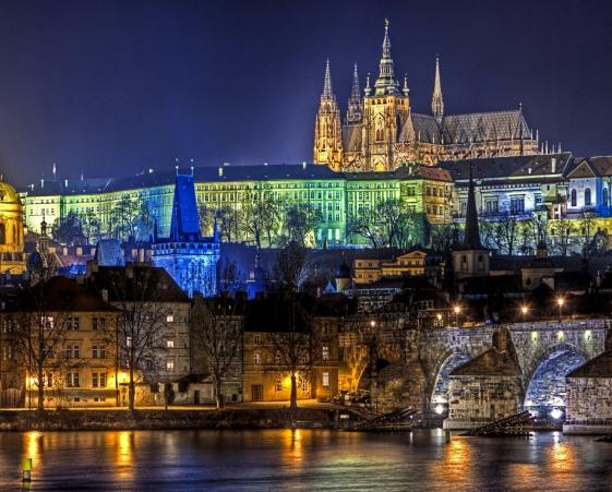 Finde en Praga = 2 noches de fin de semana en hotel 4* con desayunos y vuelos incluidos
