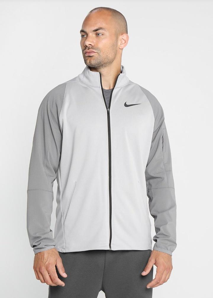 Chaqueta de entrenamiento Nike Performance al 50%