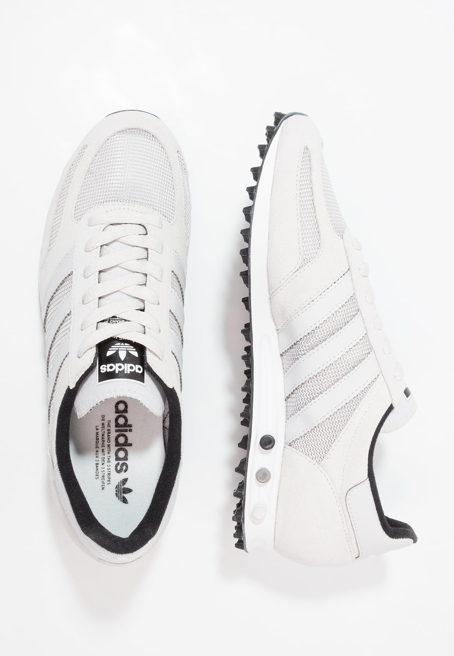 Hasta 60% de descuento en zapatillas Adidas LA TRAINER